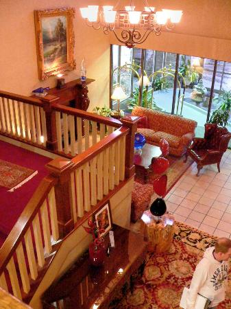Hotel Bellwether: overview of comfy welcoming hotel entry