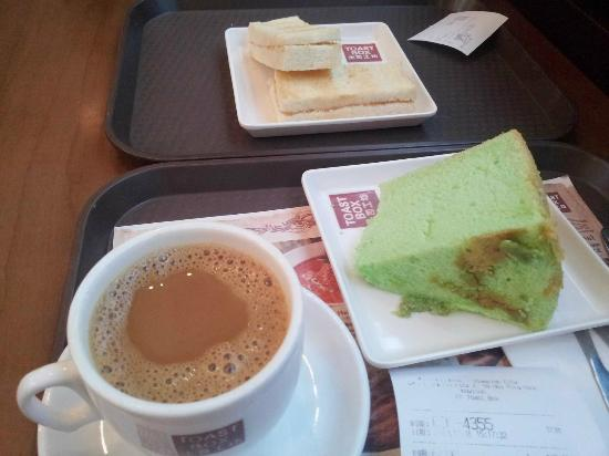 Toast Box: Bandang cake too
