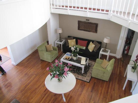 Milkwood Manor on Sea: Lobby of Milkwood Manor from 2nd floor landing