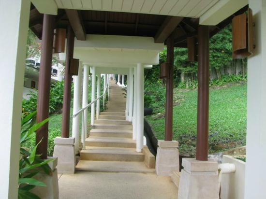 อมารี ภูเก็ต: stair hallway