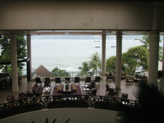 Amari Phuket: Lobby area looking at patong beach