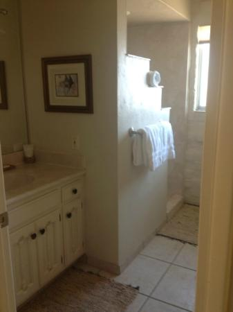 Mission Hills Casitas: Bathroom In Ironwood 1