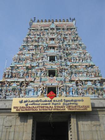 Karaikal, Indien: The Lord Saneeshwara and Dharbaranyeshwarar temple