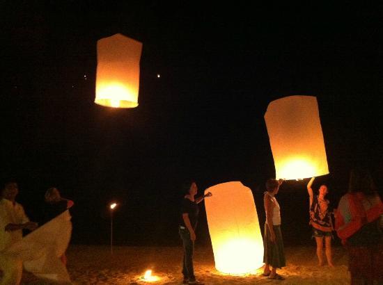 Kamalaya Koh Samui: floating lantern on the beach; once a week