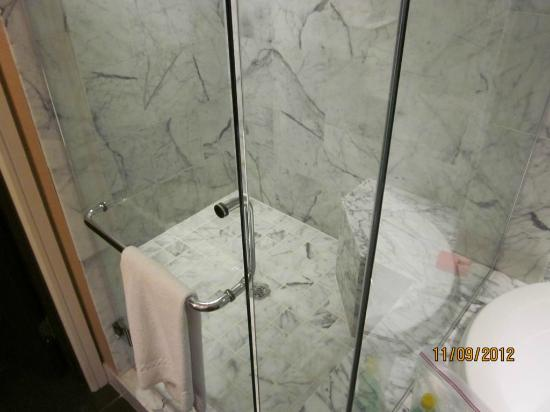 Koa Kea Hotel & Resort: Very nice marble shower