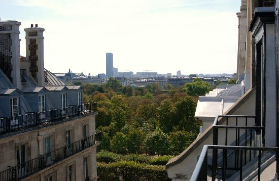 Hotel Mayfair Paris: View of Jardin Tuilleries from balcony