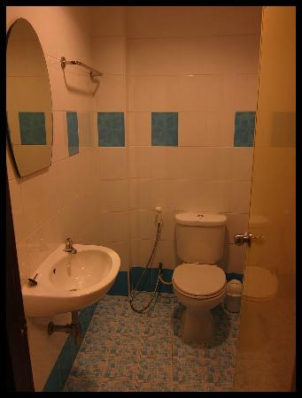 Baan Boran: Shower Room