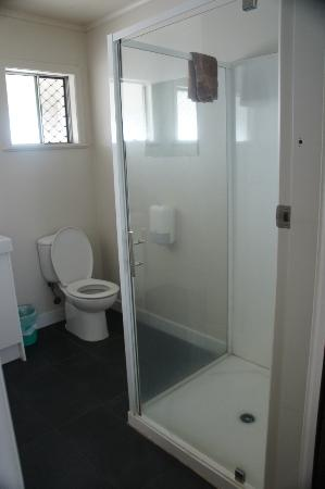 Finlay Jack's Backpackers: bathroom for 6