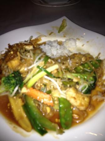 Lek's Railroad Thai: yummiest vegetarian pud thai ever