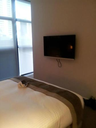 Fraser Suites Sydney: 2nd tv in the onebedroom deluxe aprtment
