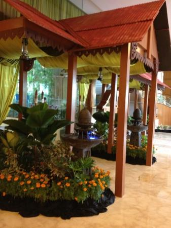 Royale Chulan Kuala Lumpur: the hotel lobby