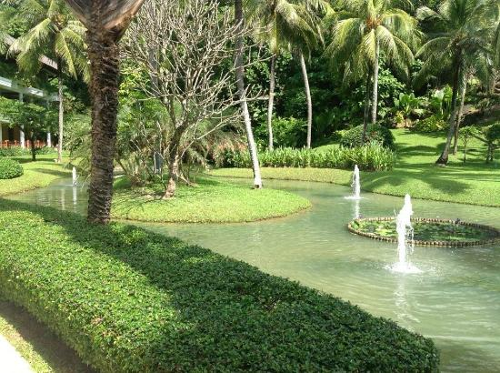 Katathani Phuket Beach Resort: Junior Ocean Room Gardens