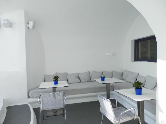 Ξενοδοχείο Χρώματα: comfy couch in the pool area