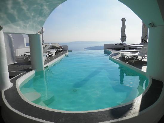 Chromata Hotel: Infinity Pool