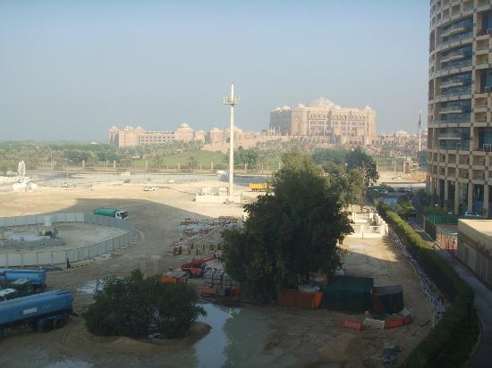 Dusche Zum Reingehen : Khalidiya Palace Rayhaan by Rotana: Blick vom Balkon 4. Stock nach