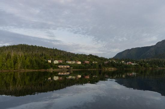 InnChanter Bed & Breakfast: Morning view from the boat