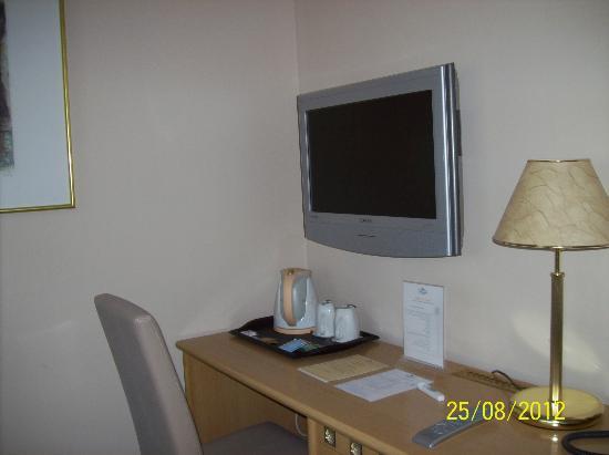 BEST WESTERN PLUS Hotel Piramida : televisione e teiera