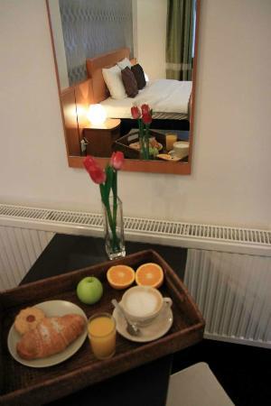 Butterfly Home B&B: breakfast in room
