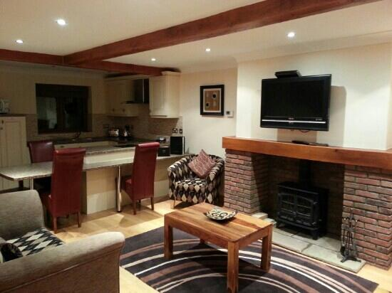 Red House Farm Cottages: living room/kitchen