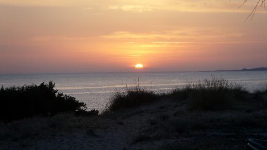 Hotel Navarone: Sonnenuntergang am Strand
