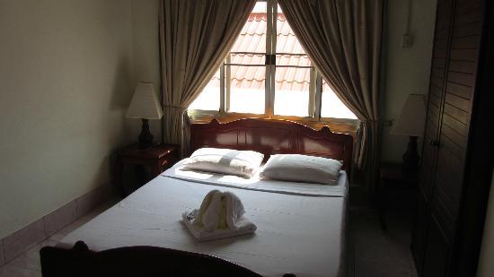 Aroon Residence Vientiane: bed