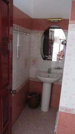Aroon Residence Vientiane: bathroom