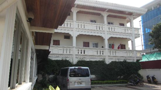 Aroon Residence Vientiane: hotel from outside