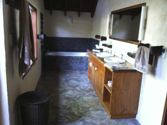 Lope Lope Lodge: Bathroom