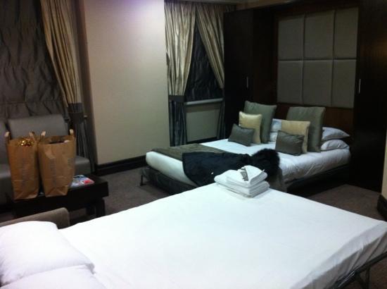 Grange White Hall Hotel: chambre canapé/lit et lit double