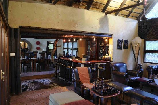 Pondoro Game Lodge: The bar area