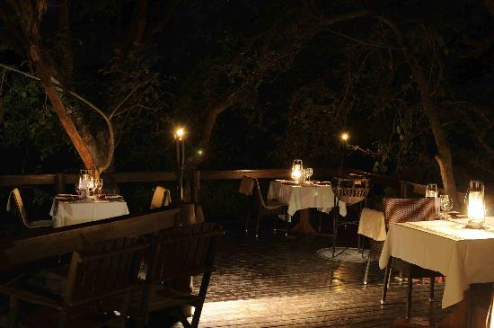 Pondoro Game Lodge: Dinner