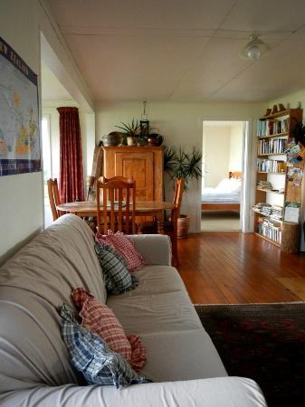 Curio Bay Accommodation : Cosy Curio Cottage