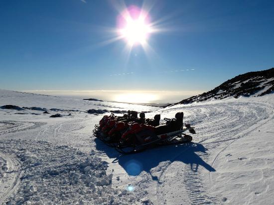 Arcanum Glacier Tours: Snowmobiles