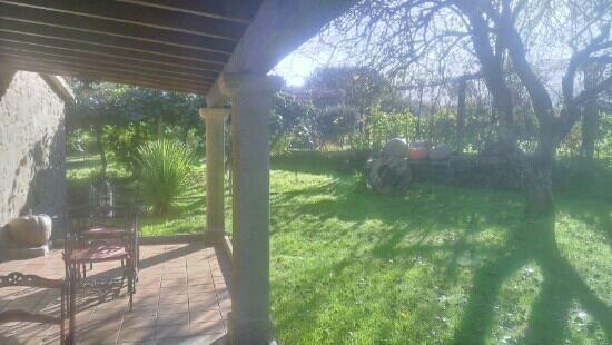 Os Miguelinos: Porche y jardín trastero Os Migueliños