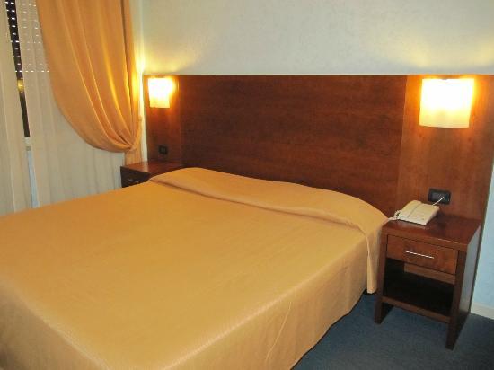 Osimar Hotel : Bett