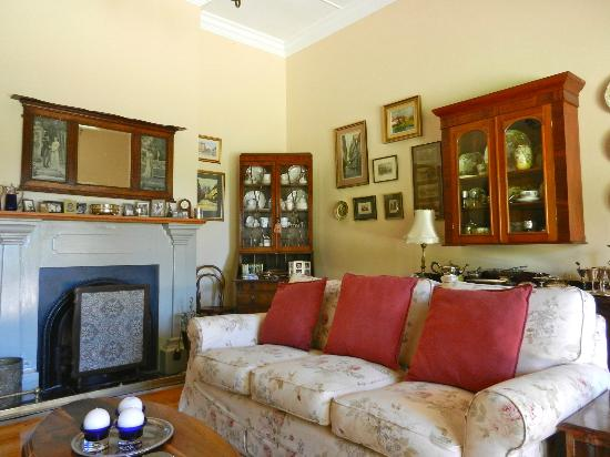 Addo Reach and Hein's Cottage: This is the living room