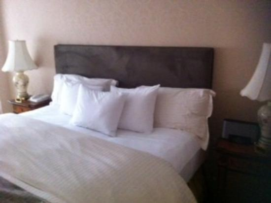The Kimberly Hotel: bed suite