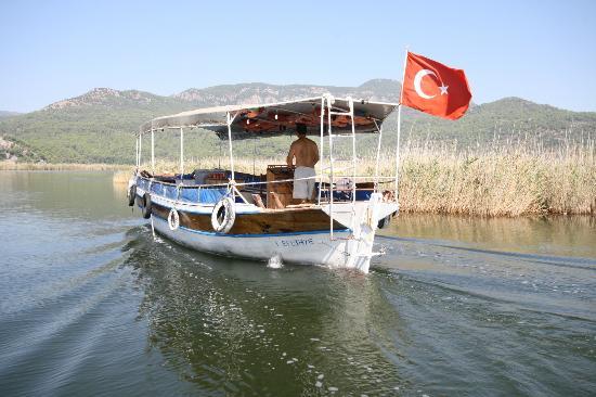 Hotel Calypso Plus: River Taxi to Beach