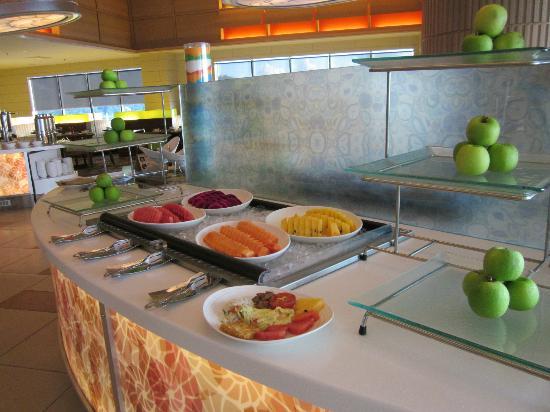 Four Points by Sheraton Sandakan: One of many breakfast tables