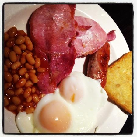 Premier Inn London Euston Hotel: delicious breakfast
