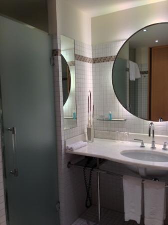 The Ritz-Carlton, Wolfsburg: bathroom room 322