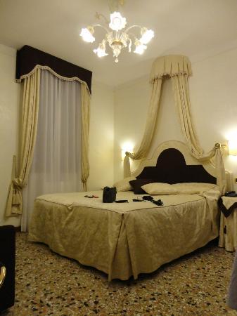 Hotel Hesperia: Il letto