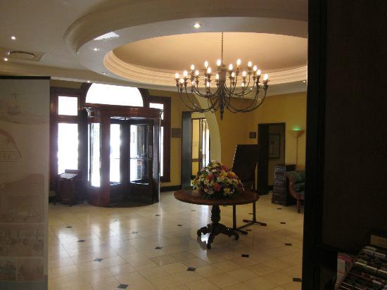 Balmoral Hotel: Eingangsbereich/Lobby