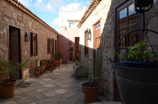 Hotel Rural San Miguel: Just outside the bar/lounge showing rooms 1 to 5