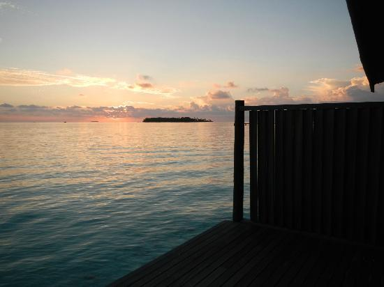 COMO Cocoa Island: sunset from our deck