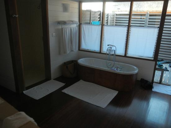 COMO Cocoa Island, The Maldives: Our bathroom