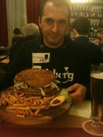 Cassolnovo, Italia: mega hamburger