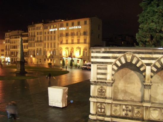 Domus Florentiae Hotel: ancora vista notturana dalla nostra finestea