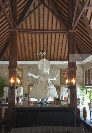 The Zuri Kumarakom: Lobby