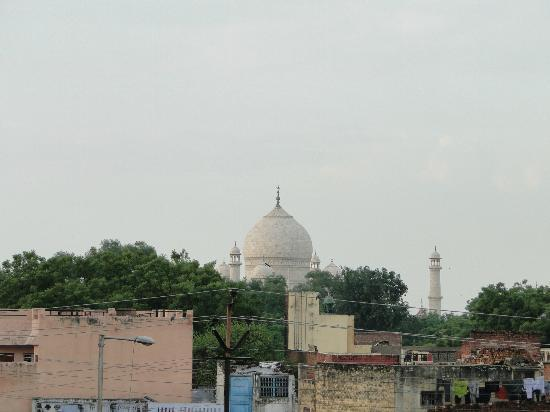 Maya Hotel & Restaurant: Blick vom Balkon auf das Taj Mahal.